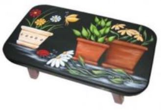 Pots de fleurs sur petit banc